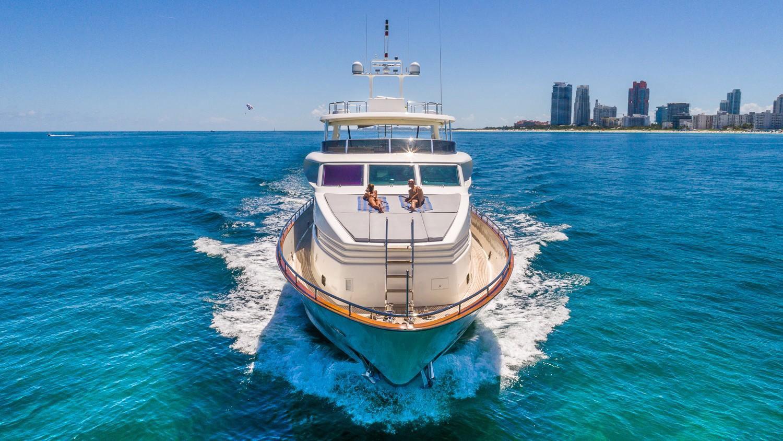 115' Horizon Yacht YCM. Yacht Charters of Miami 305-733-5589