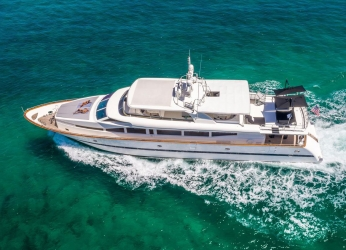 115' Horizon Yacht Charters of Miami